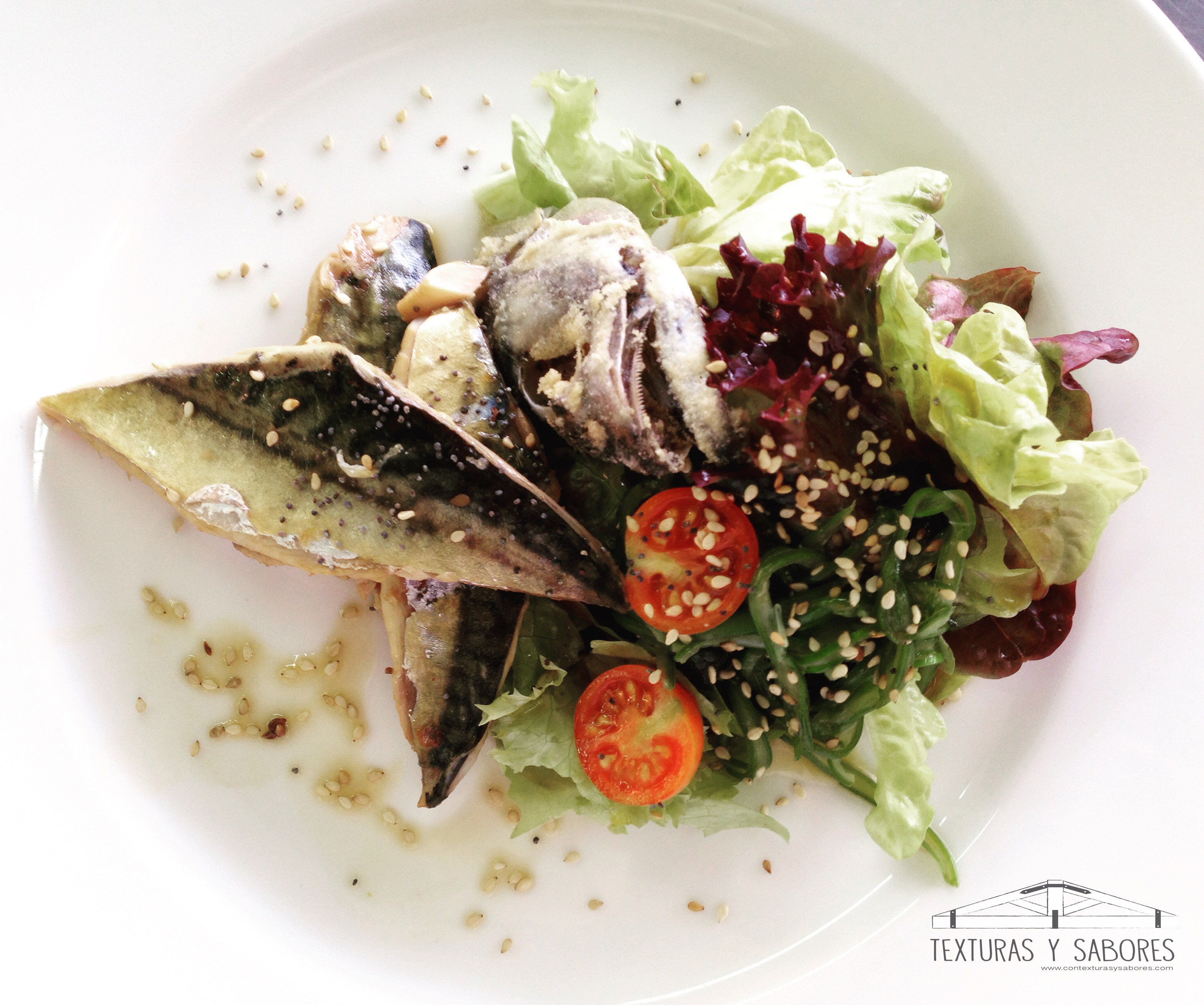Caballa marinada con salsa teriyaki y algas wakame