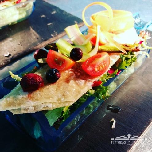ensalada templada con frutos rojos