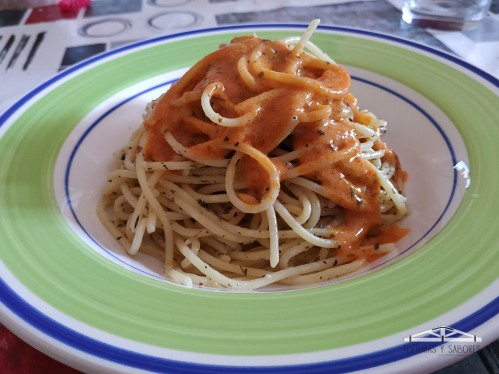 espaguetis con salsa tikka massala