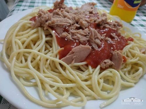 espaguetis con tomate y atun