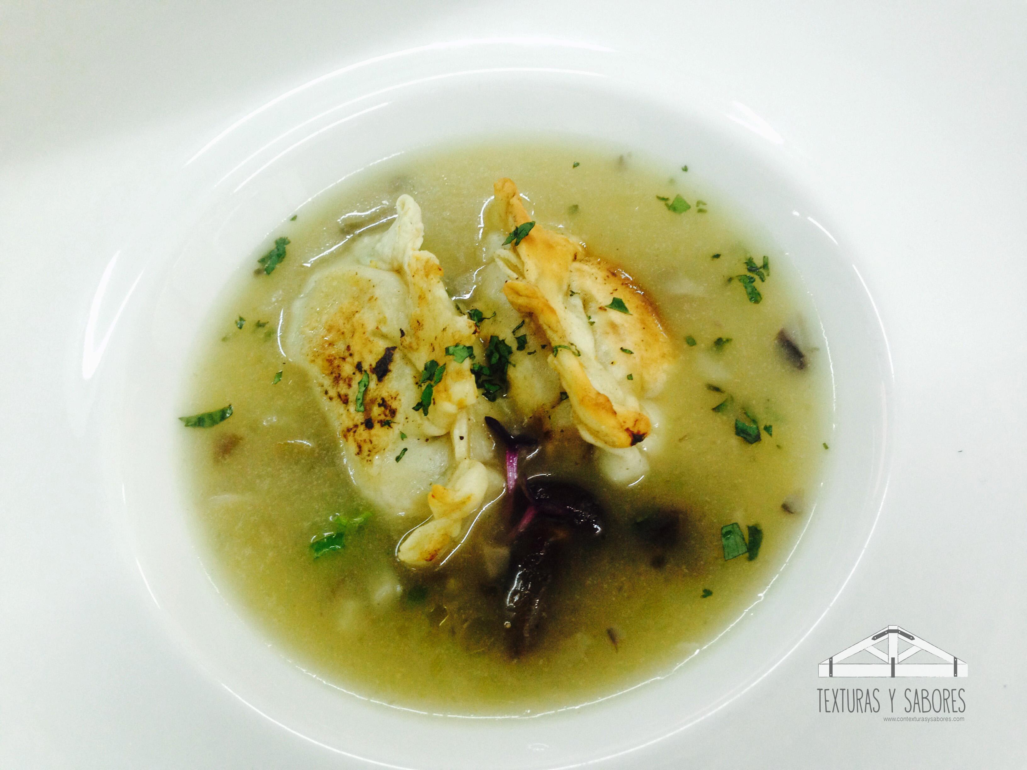wonton de pollo con sopa de miso
