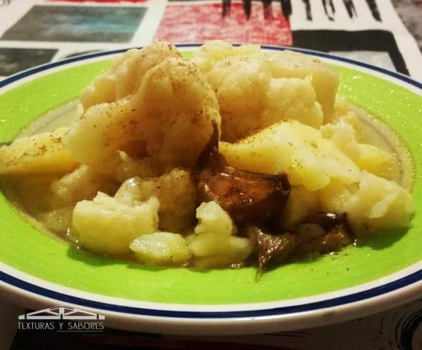 coliflor con patatas cocidas
